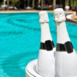 Champagner am Pool