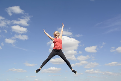 photo : Frau macht Freudensprung