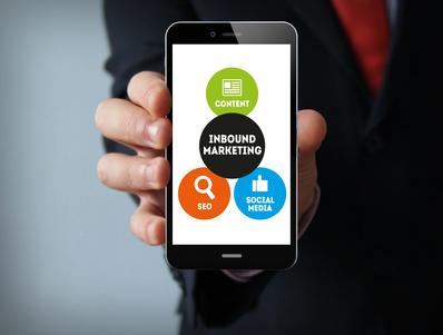 photo : Inbound marketing graphic on the screen businessman smartphone
