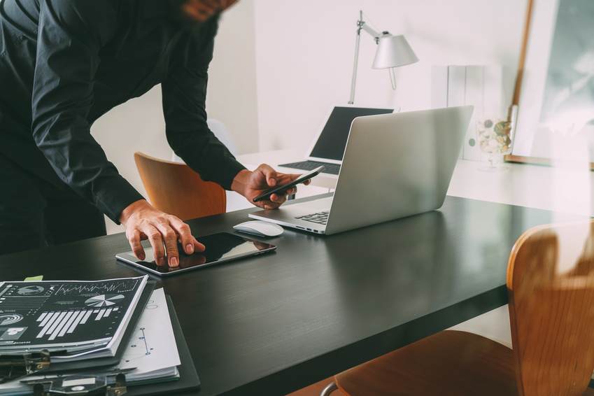 photo : businessman or Designer using smart phone with latop and digital tablet computer and document on desk in modern office