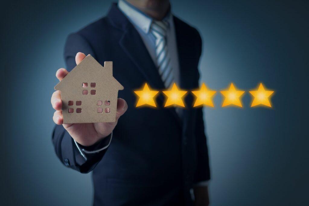 photo : satisfaction client et agent immobilier