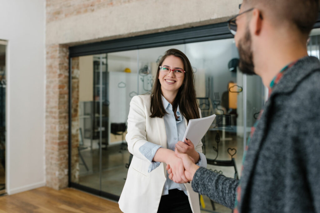 photo : Warm welcome and a handshake opens any job interview
