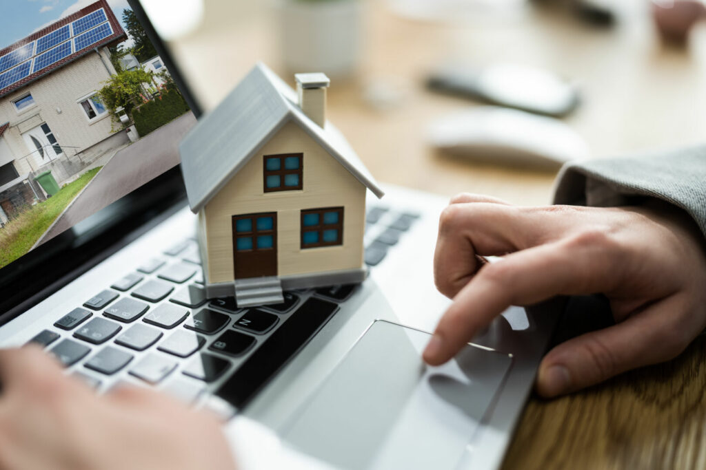 photo : Online Real Estate House Property Sell