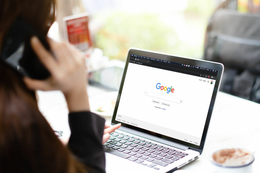 photo : Bangkok. Thailand. JAN 15,2019 :A woman is typing on Google search engine from a laptop. Google is the biggest Internet search engine in the world.