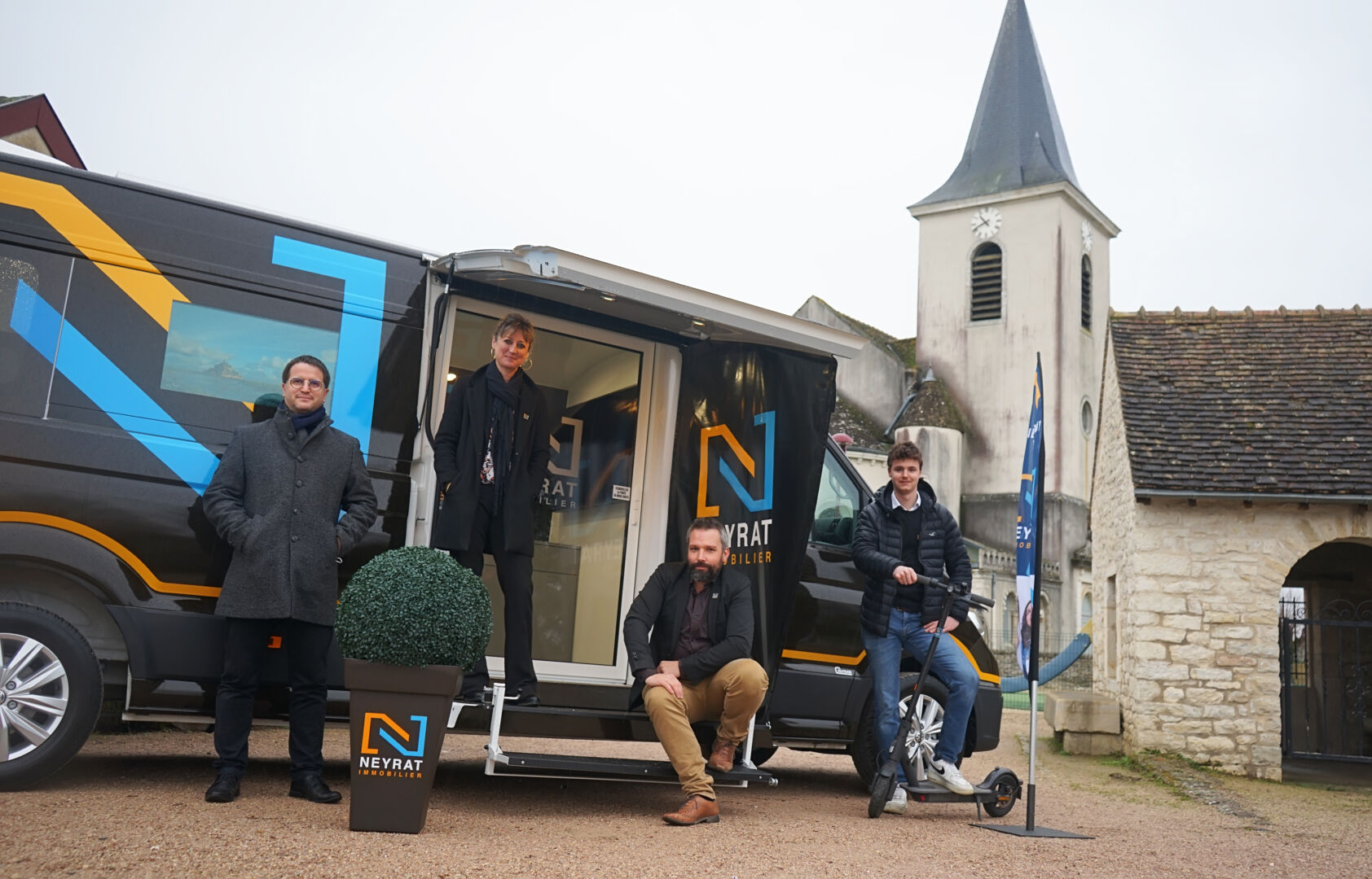 Immo-truck, l'agence ambulante de Neyrat Immobilier qui sillonne la campagne de Bourgogne