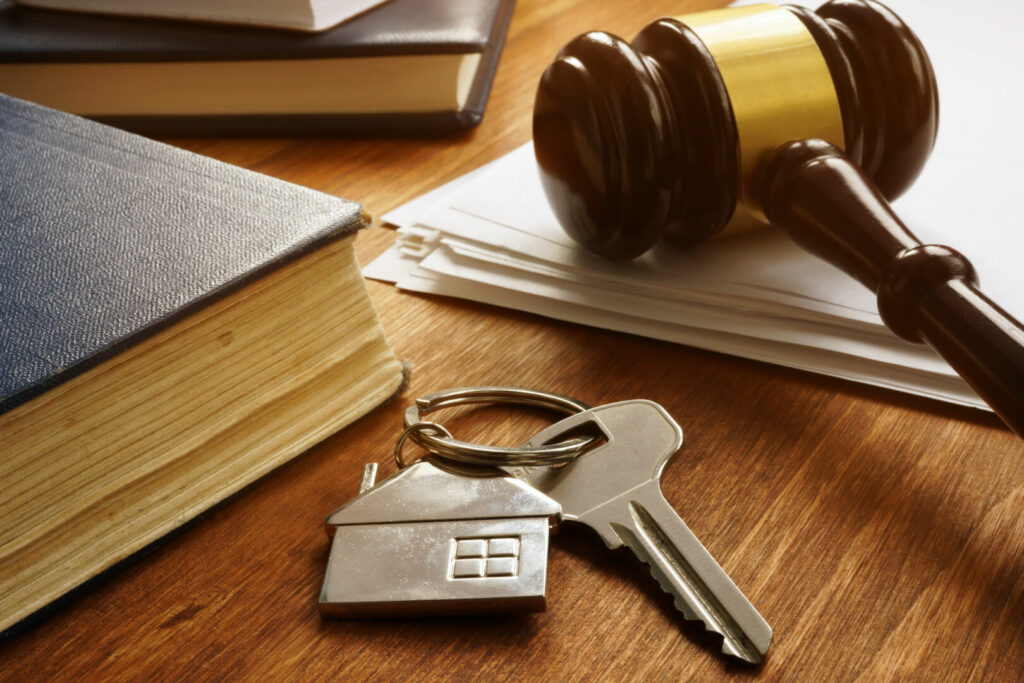 photo : Property law concept. Key from real estate and gavel.