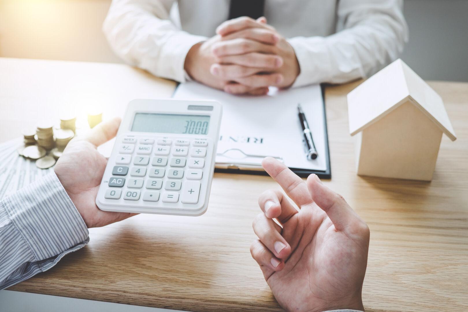 Crédit immobilier : des taux stables mais pour combien de temps ? Le bilan Cafpi